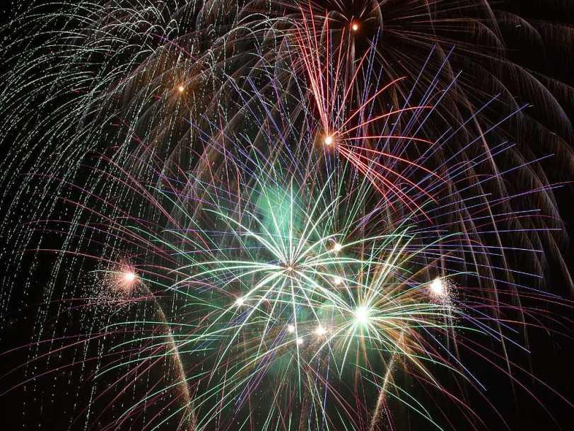 fireworks_1_bg_070402